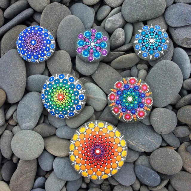 해변 돌에 멋진 점 작품7.jpg