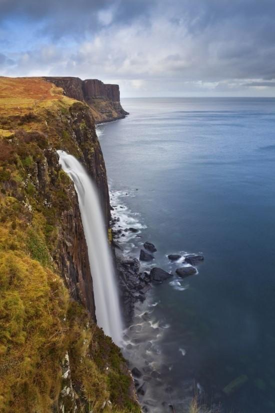 스코틀랜드 스카이 섬의 맬트폭포~.jpg