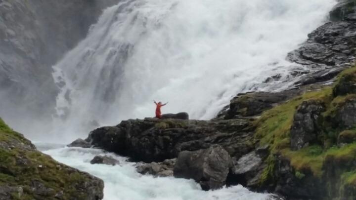 노르웨이 빨강 전통복장~.jpg
